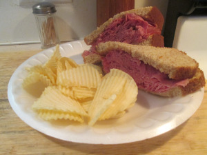 izzys-light-cornbeef-sandwich-001