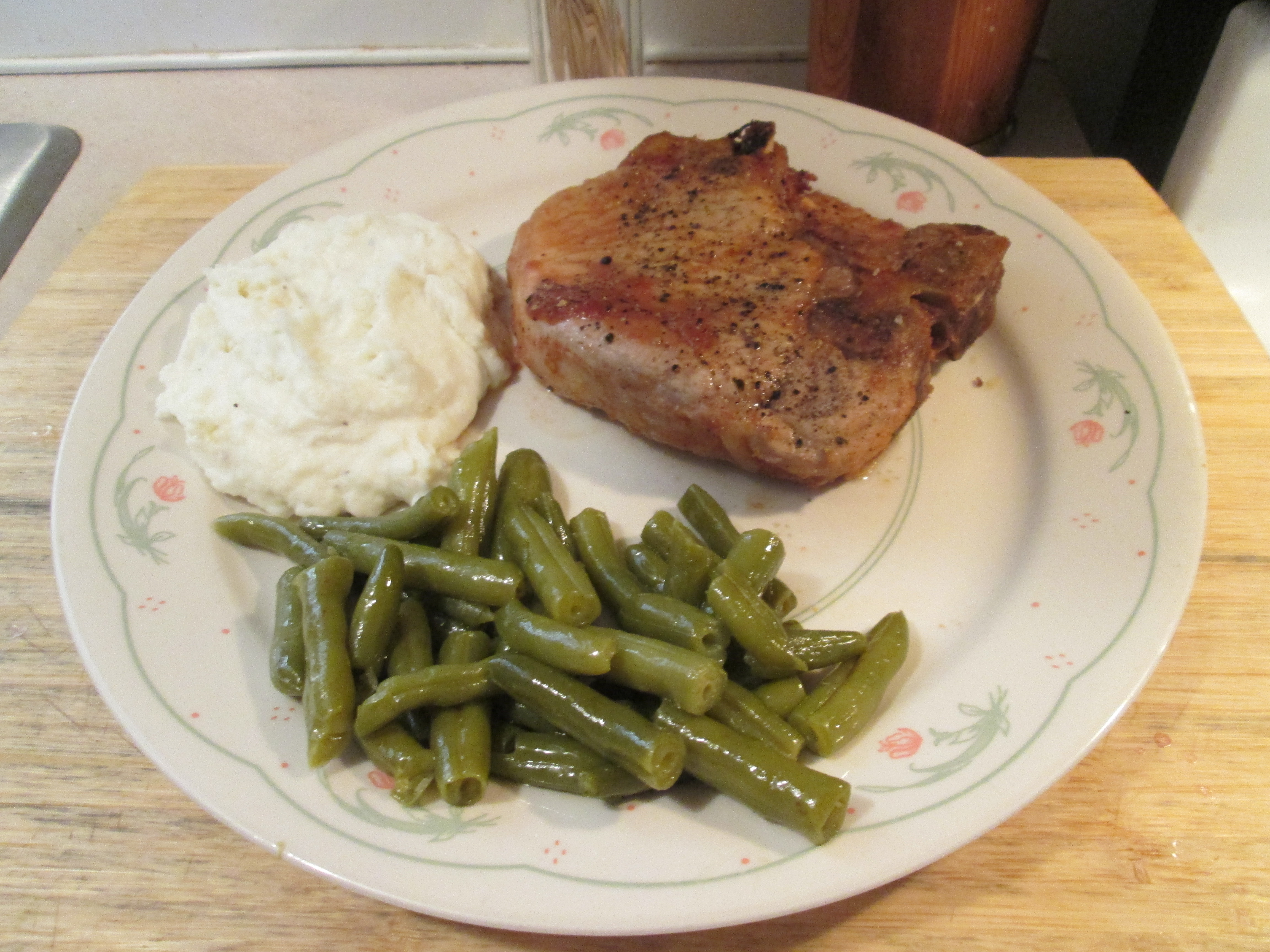 Baked Pork Chops w/ Mashed Potatoes and Cut Green Beans | My