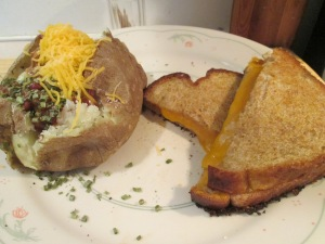 Chili Spud and Grilled Cheese 002