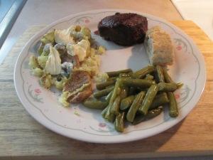 Buffalo Petite Sirloin Steak Fingerling Potatoes and Cut Green B 007