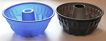 Bundt-style pans in silicone and metal