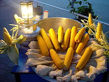 Cooking corn on the cob by boiling