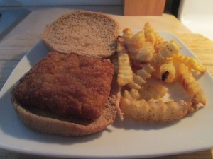 Fish Sandwich w Baked Crinkle Fries 007