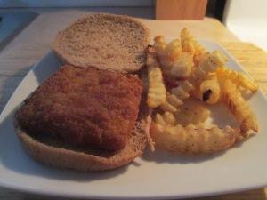 Fish Sandwich w Baked Crinkle Fries 007