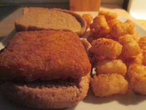 Fish Sandwich w Baked Tater Tots 007