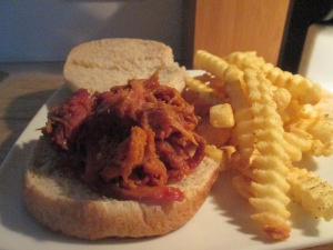 Montgomery Inn Pulled Pork BBQ Sandwich w Baked Fries 006