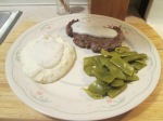 Cubed Steak w White Gravy, Mashed Potatoes, and Cut Italian Bea 004