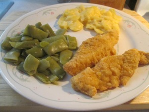 Crispy Chicken Strips w Potatoes Au Gratin and Cut Italian Green 002