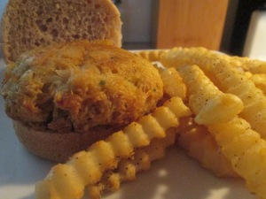 Crab Cake Slider w Baked Fries 008