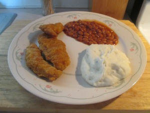 Crispy Chicken Strips w Mashed Potatoes and Vegetarian Baked Bea 001