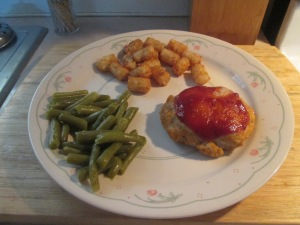 Mini Turkey Meatloaves w Green Beans and Tater Tots 005