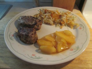 Tuscan Seasoned Pork Medallions w Hash Browns, Glazed Apples, an 008