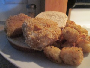 Panko Crusted Cod Fish Sandwich w Baked Potato Puffs 008