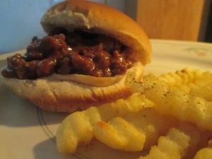 """""""Not So Sloppy"""" Buffalo Joe's w Baked Crinkle Fries 011"""