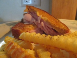 Grilled Ham and Cheese w Baked Crinkle Fries 004