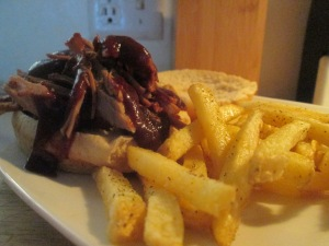 bbq-pork-shoulder-roast-sandwich-w-baked-fries-010