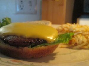 bob-evans-sausage-patty-burger-w-hash-browns-008