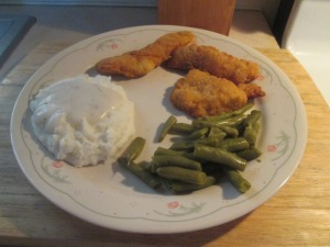 crispy-chicken-strips-w-mashed-potatoes-and-cut-green-beans-001