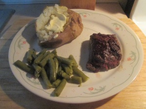 5-oz-petite-buffalo-top-sirloin-steak-w-baked-potato-and-cut-gr-002
