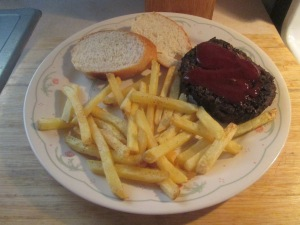 bison-chopped-sirloin-steak-w-baked-fries-and-baked-french-bread-005