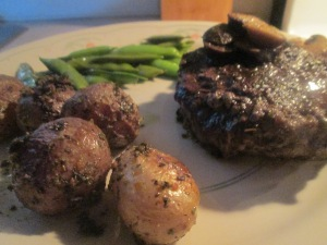 bison-chopped-sirloin-steak-w-sugar-snap-peas-and-garlic-herb-po-014