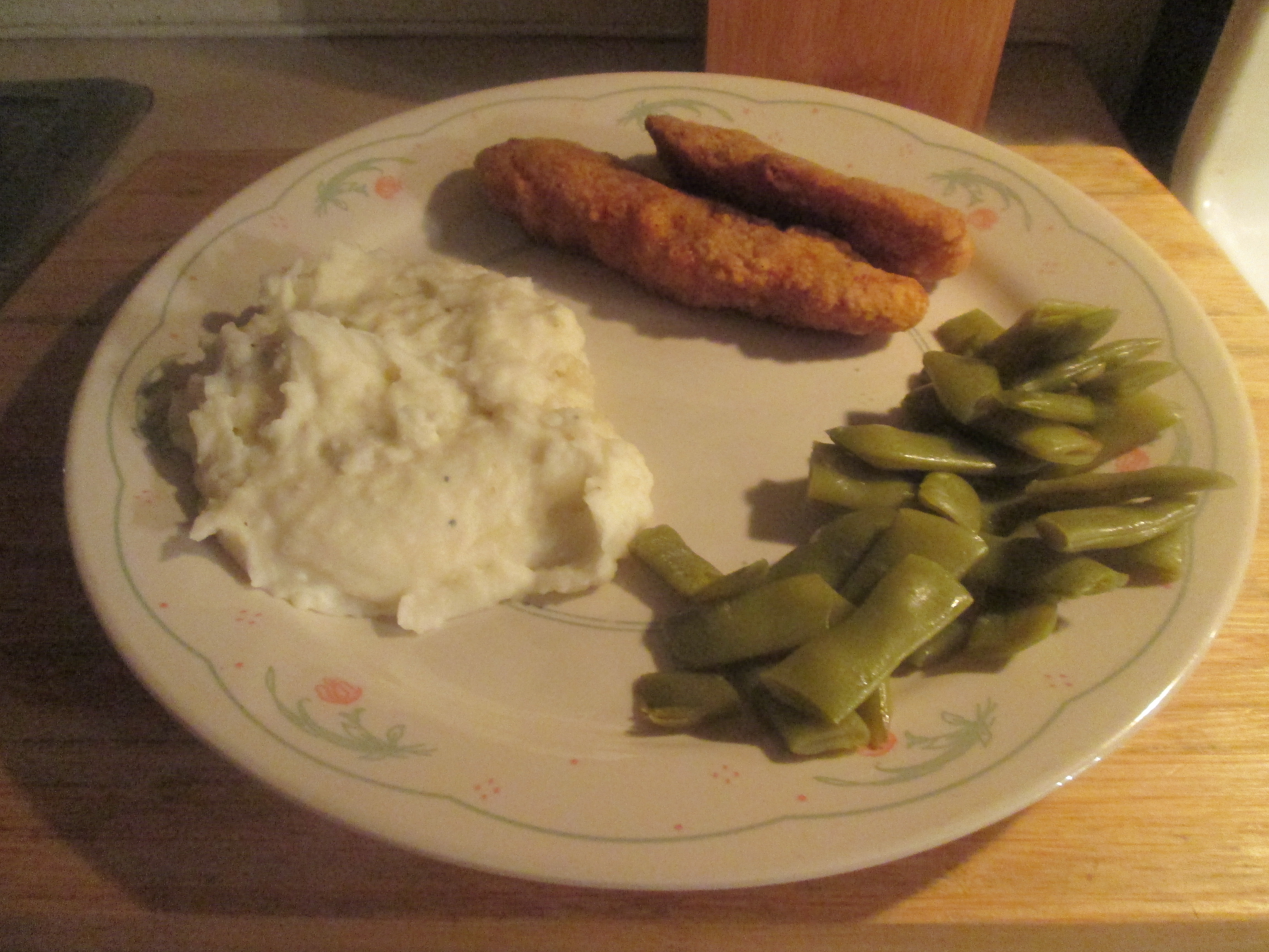 Crispy Chicken Strips W Mashed Potatoes And Cut Italian Green Beans