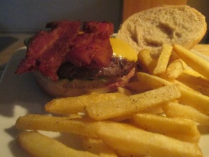 bacon-and-cheese-buffalo-burger-w-baked-fries-010