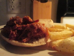 montgomery-inn-pulled-pork-bbq-sandwich-steak-fries-001
