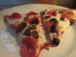 turkey-sausage-turkey-pepperoni-mushroom-and-olive-pizza-017
