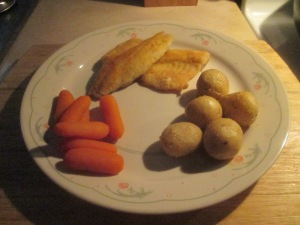 white-lake-perch-w-3-cheese-potatoes-and-whole-baby-carrots-012