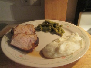 boneless-pork-loin-fillet-w-mashed-potatoes-cut-green-beans-an-005
