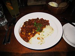 kentucky-burgoo-served-with-mashed-potatoes