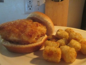 panko-crusted-cod-fish-sandwich-w-baked-potato-puffs-001
