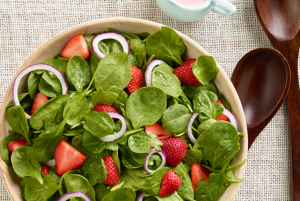 strawberry-spinach-salad-with-buttermilk-dressing