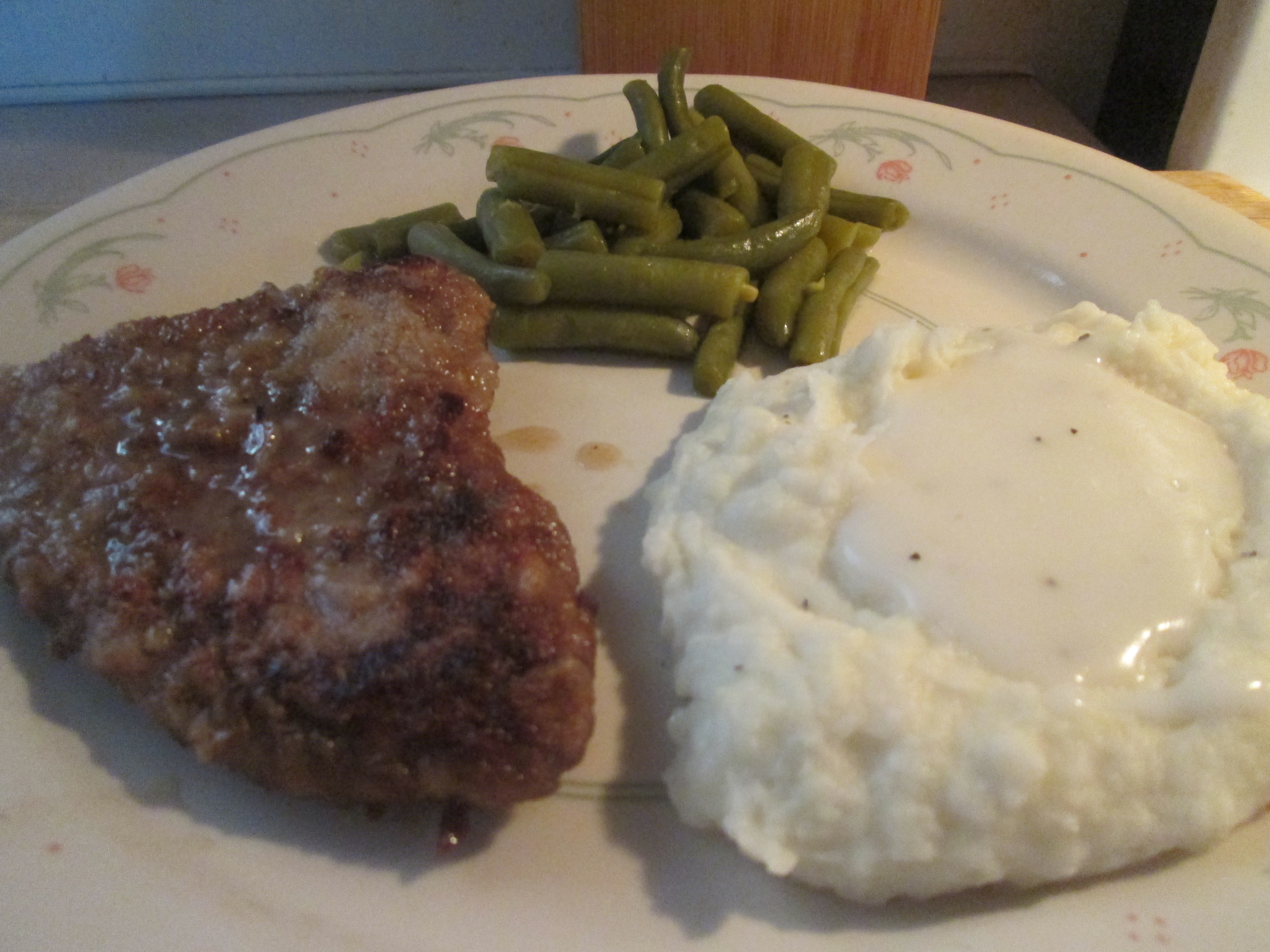 Beef Cubed Steak w/ Peppered White Gravy, Mashed Potatoes ...