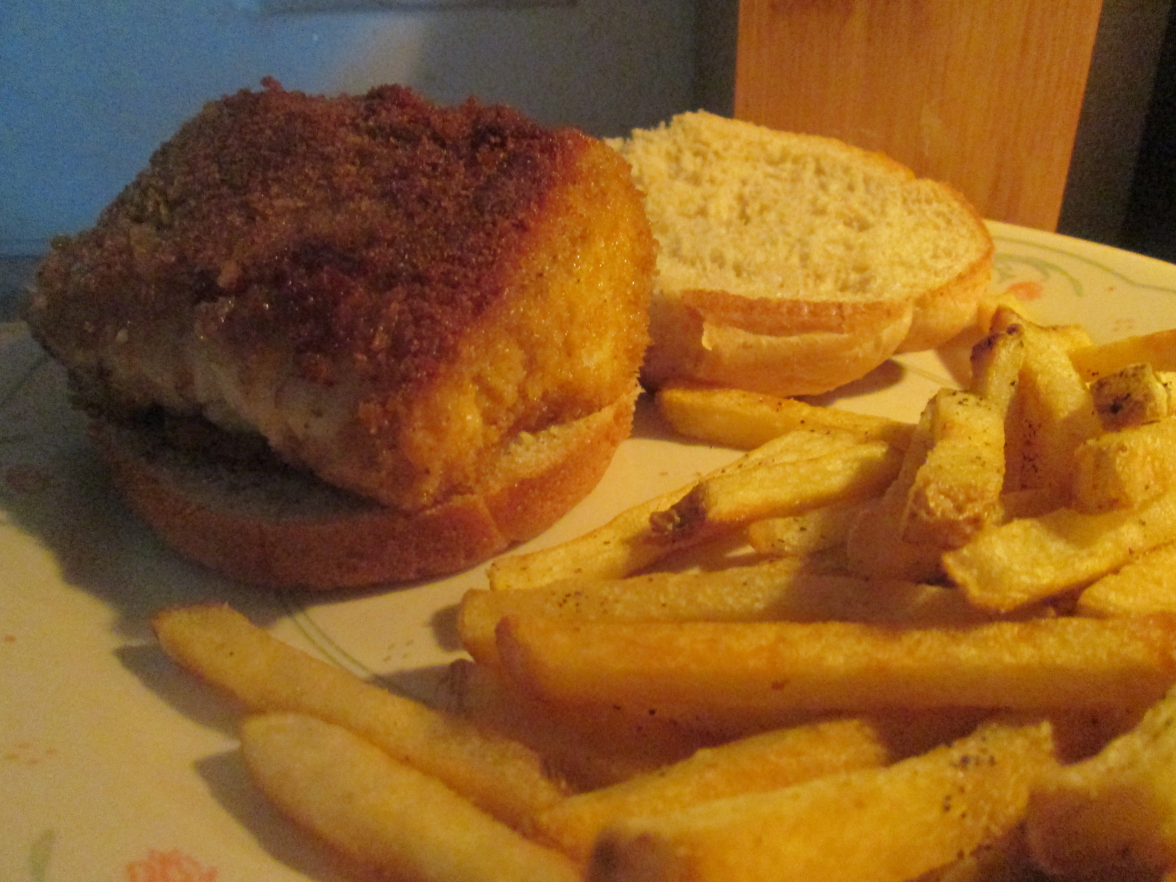 Panko crusted cod fish sandwich w baked fries my meals for Baking cod fish
