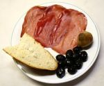 Bresaola della Valtellina, olives, a pickled onion andbread