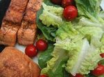 Green leaf salad with salmon and bread